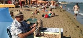 Gianni Di Pasquale: ecco come pulire la spiaggia dai mozziconi di sigarette